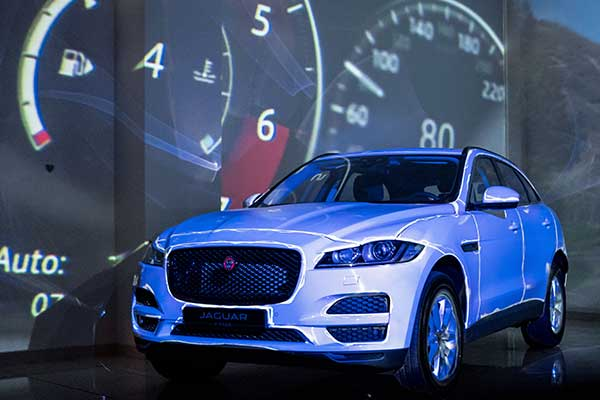 video-mapping-Jaguar-F-PACE-2